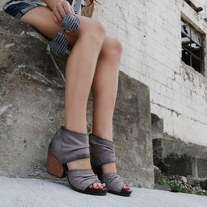 OTBT PATCHOULI ZINC NIB SIZE 6 LEATHER SANDALS